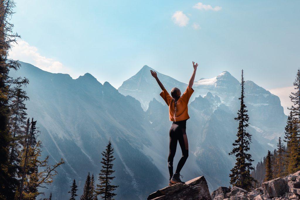 Wanderin auf Berg